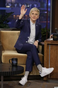 Take a look at the best ellen degeneres outfits in the photos below and get ideas for your cute outfits! Ellen DeGeneres, We Love Everything You Wear<<< there are those fun socks I was telling you about. Androgynous Fashion, Tomboy Fashion, Work Fashion, Sneakers Fashion, Shoes Sneakers, Fashion Outfits, Justin Timberlake, Ellen Degeneres Wedding, Outfits