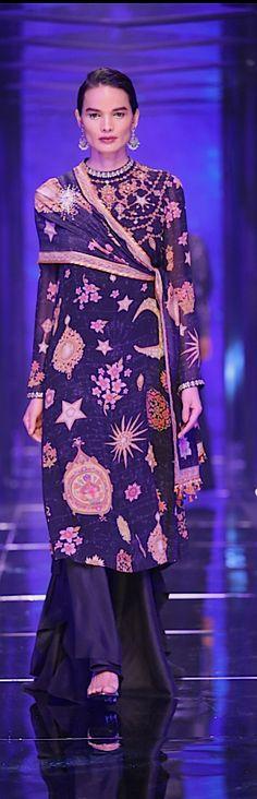 Tarun Tahiliani : Tarakini 2018 Lakme Fashion Week.