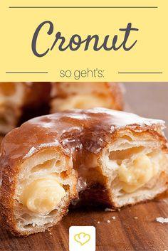 """Donut oder Croissant? Für alle die sich nicht entscheiden können gibt es jetzt den """"Cronut""""! Buttriger Blätterteig gefüllt mit einer leckeren Puddingcreme, geformt wie ein Donut!"""