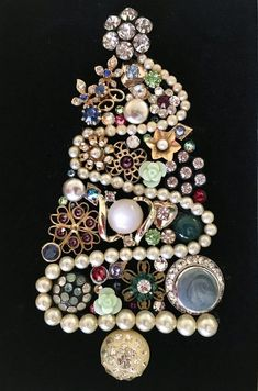 Vintage Jewelry Christmas Tree Picture image can find Vintage jewelry crafts and more on our website. Costume Jewelry Crafts, Vintage Jewelry Crafts, Vintage Costume Jewelry, Christmas Jewelry, Christmas Crafts, Christmas Costumes, Burlap Christmas, Christmas Ornaments, Custom Jewelry