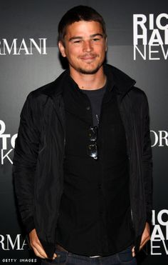 I'm Friends With Josh Hartnett!! I Write To Him, His Girlfriend & Their Assistant Melanie On My Facebook!! But You Wouldn't Know, Unless You're My FB Friend =)