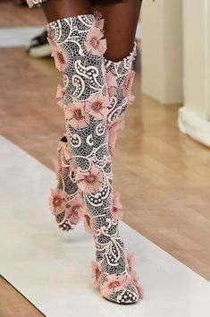 >>>Cheap Sale OFF! >>>Visit>> mulberry-cookies: Emanuel Ungaro S/S 2016 (Details) Runway Fashion, Street Fashion, High Fashion, Fashion Shoes, Fashion Glamour, Paris Fashion, High Heels Boots, Shoe Boots, Crazy Shoes
