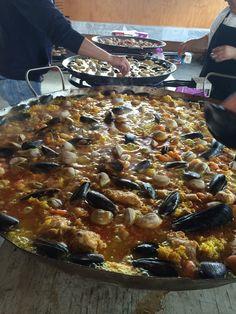 Paellas celebración San Roque Pork, Meat, Chicken, Ethnic Recipes, Meals, Kale Stir Fry, Pork Chops, Cubs