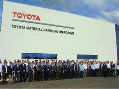 A Toyota Material Handling Mercosur realizou, no dia 16 de maio, uma pré-inauguração da sua primeira fábrica de empilhadeiras na America Latina. No período da manhã foram realizadas reuniões internas de executivos da Toyota do Brasil, Japão e Estados Unidos para revisão de todo o projeto da fábrica, localizada na cidade de Artur Nogueira, no estado de São Paulo.