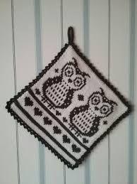Bildresultat för dubbelstickade grytlappar Knitting Patterns Free, Free Knitting, Free Pattern, Crochet Potholders, Knit Crochet, Crochet Home Decor, Owl Patterns, Fair Isle Knitting, Double Knitting