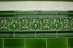 Acanthus leaf tiling at Regent's Park Underground station, London, UK. By Daniel Wright Victorian Porch, Victorian Tiles, Victorian Bathroom, Vintage Bathrooms, Azulejos Art Nouveau, Art Nouveau Tiles, Master Bath Tile, Art Deco Bathroom, Tile Bathrooms