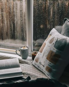 Image uploaded by Jess. Find images and videos about coffee, books and window on We Heart It - the app to get lost in what you love. hygge home inspiration Books and coffee discovered by Jess on We Heart It Rain And Coffee, Coffee And Books, Cozy Rainy Day, Rainy Days, Cozy Aesthetic, Autumn Aesthetic, Rainy Window, I Love Rain, Going To Rain
