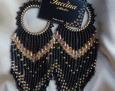 Maxi Brinco Preto e dourado Brinco de miçanga  >>>.Conheça esses e outros trabalhos do Athelier Iaccina >>>www.facebook.com.br/athelieriaccina