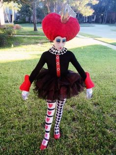I pulled this costume together for my daughter who HAD to be the Queen of Hearts for halloween! I LOVE how it turned out! My DIY Halloween Costume - Queen of Hearts(How To Make Dress For Thanksgiving) Alice In Wonderland Costume, Wonderland Party, Halloween Kostüm, Diy Halloween Costumes, Costume Ideas, Tutu Costumes, Halloween Makeup, Queen Of Hearts Costume, Red Queen Costume