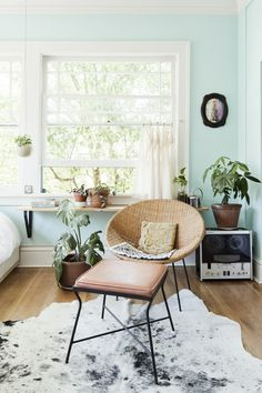 beautiful seafoam green mint walls paired with wood and blush pink - living room decor Interior Desing, Interior Design Inspiration, Home Decor Inspiration, Interior Decorating, Design Ideas, Decor Ideas, Design Design, Decorating Ideas, Color Interior