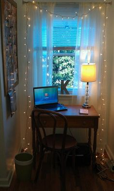 Great little study nook with fairy lights #usq #study #motivationtostudy