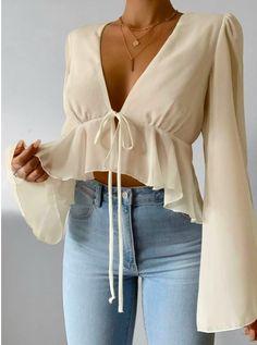 Beige Crop Tops, Cute Crop Tops, Fancy Tops, 70s Fashion, Fashion Dresses, Fashion Tips, Fashion Ideas, Winter Fashion, Fashion Quiz