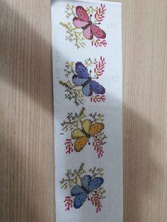 Cross Stitch Bookmarks, Cross Stitch Rose, Cross Stitch Baby, Cross Stitch Flowers, Crochet Flower Squares, Crochet Flowers, Cross Stitch Designs, Cross Stitch Patterns, Smocked Baby Dresses