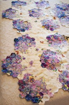 Paper pieces .com ......colour wash hexies ....love it. One of the prettiest quilts I've ever seen.
