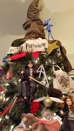 Harry Potter Monopoly, Harry Potter Classroom, Theme Harry Potter, Harry Potter Diy, Harry Potter Christmas Decorations, Harry Potter Christmas Tree, Hogwarts Christmas, Christmas Arts And Crafts, Diy Christmas Ornaments