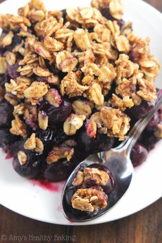 Clean-Eating Blueberry Almond Crumble -- this easy dessert is healthy enough for breakfast! It has a full serving of fruit & barely 120 calories! Cse: doubled crumbled and halved blueberries. Clean Eating Desserts, Clean Eating Meal Plan, Eating Healthy, Healthy Food, Healthy Baking, Healthy Desserts, Healthy Recipes, Healthy Blueberry Recipes, Whole Food Recipes