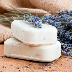 Top 4 Essential Oils for Acne by @draxe