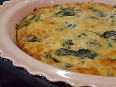 This crustless spinach and cheese quiche is a lighter quiche that is still filling and delicious. Weight Watchers Points and nutritional info included. Quiche Recipes, Brunch Recipes, Low Carb Recipes, Breakfast Recipes, Cooking Recipes, Healthy Recipes, Healthy Foods, Cheese Quiche, Spinach And Cheese