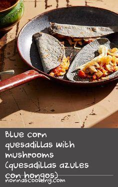 Blue corn quesadillas with mushrooms (quesadillas azules con hongos) Cheese Sandwich Recipes, Tomato Sandwich, Quesadillas, String Cheese, Grill Pan, Earthy, Grilling, Sandwiches, Stuffed Mushrooms
