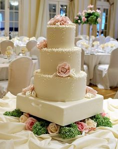 This cake would be great for a Spring wedding