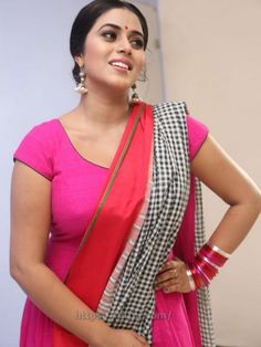 Actress Shamna Kasim hot Photos - Poorna Shamna Kasim hot Boobs Images in Pink Chudi