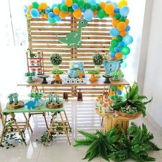 3rd Birthday Party For Boy, Dinosaur First Birthday, Dinosaur Party, Birthday Party Themes, Cake Birthday, Safari Decorations, Party Decoration, Die Dinos Baby, Safari Party