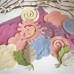 You will receive 15 felt flowers and 10 leafs. Felts flowers consist of large roses, medium roses, loopy blooms, mum flowers and small scallop flowers. Colours in this pack Straw Blushing bride Pink violet Wisteria Robins egg Pea soup Fools gold glitter Measurements when put together Large Rose 1 1/2ins Loopy 1 1/2ins Medium Rose 1 1/4ins Mum flower 1 1/4ins Small scallop flower 1ins Theses are cut from a merino blended wool felt. This felt is a blend of 20-35% merino wo...