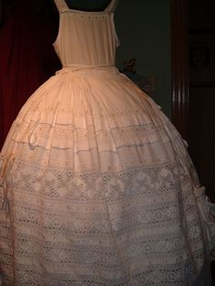 Enaguas Christening Gowns, Heirloom Sewing, Album, Couture, Lace, Outfits, Dresses, English, Fashion
