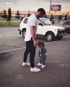 Cute Funny Baby Videos, Cute Funny Babies, Funny Videos For Kids, Cute Couple Videos, Cute Kids Pics, Cute Baby Girl Pictures, Baby Photos, Father And Daughter Love, Baby Tumblr