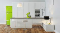 cuisine design blanc vert fluo vintage