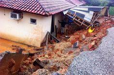 Chuva forte causa estragos na Grande Florianópolis | São José e Palhoça são as cidades mais prejudicadas com alagamentos e deslizamentos de terra. http://mmanchete.blogspot.com.br/2013/04/chuva-forte-causa-estragos-na-grande.html#.UWWfhZM3uHg