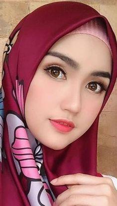 Pin Image by Bunda Hijaber Beautiful Muslim Women, Beautiful Hijab, Gorgeous Women, Arab Girls Hijab, Muslim Girls, Hijabi Girl, Girl Hijab, Islam, Muslim Beauty