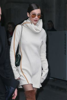 Bella Hadid Photos - Bella Hadid leaves the Chanel Haute Couture Spring Summer 2017 show as part of Paris Fashion Week on January 2017 in Paris, France. Bella Gigi Hadid, Bella Hadid Outfits, Bella Hadid Style, Bella Hadid Pictures, Dress Indian Style, Kendall Jenner, Fashion Outfits, Fashion Trends, Celebrity Style