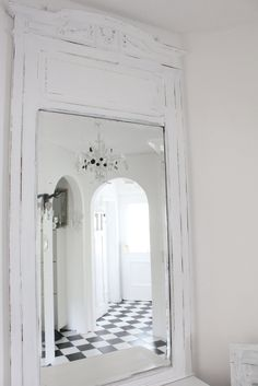 White and Shabby Black And White Interior, White Interior Design, Black White, Shabby Chic Mirror, Old Mirrors, Pink Houses, White Rooms, Shades Of White, Black Decor