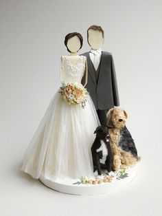 the most detailed and beautiful paper wedding cake toppers. Want one!! http://concarta.blogspot.com/
