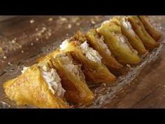 Υπέροχα σιροπιαστά μαντηλάκια γεμιστά με βελούδινη, αφράτη κρέμα βανίλιας νηστίσιμα για να μπορείτε να τα απολαμβάνετε και να τα προσφέρετε ακόμα και στις Greek Sweets, Greek Desserts, Party Desserts, Greek Recipes, Cookbook Recipes, Cooking Recipes, Meals Without Meat, Sweet Coffee, Mini Cheesecakes