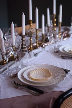 "Nyårsdukning med ""man tager vad man haver"" i rosa toner - Helena Lyth New Year Table Setting, Kitchen Interior, Wedding Styles, Table Settings, Candles, Table Decorations, Dining, Creative, Christmas"