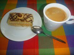 Ořechový řez s karamelovým krémem Russian Recipes, Waffles, Pudding, Treats, Breakfast, Tableware, Sweet, Desserts, Food