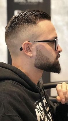 Hipster Haircuts For Men, Cool Hairstyles For Men, Funky Hairstyles, Beard Styles For Men, Hair And Beard Styles, Hair Styles, Beard Haircut, Fade Haircut, Barber Shop Haircuts