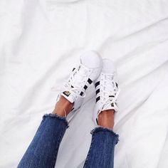 Weekend casual // with cut offs & white sneakers