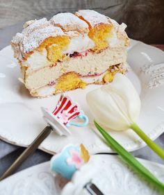 Unser Mehlspeisentraum! Kardinalschnitte – meinleckeresleben.com Austrian Recipes, Austrian Food, Angkor, Vanilla Cake, Food And Drink, Turkey, Pumpkin, Sweets, Snacks