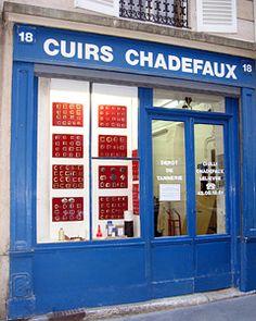 Favorite shop in Paris Paris Shopping, Shopping Stores, Mercerie Paris, Plan Paris, Store Front Windows, Shop Fronts, Window Dressings, Coffee Shop, Craft