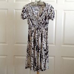 Lightweight black & white petite-cut v-neck dress Stretchy lightweight petite-cut dress great for warm weather.  Opens at neck.  In great condition; no stains or tears.  95% polyester 5% spandex.  Dry clean only. Suzi Chin Maggy Boutique Dresses