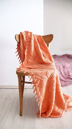 Vintage crocheted blanket  Peach by lacasadecoto on Etsy, €85.00