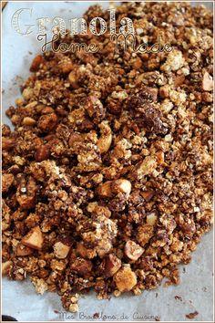 Granola flocons d'avoine, noix de macadamia, coco râpée, chunks de chocolat, sirop d'agave, compote de pommes