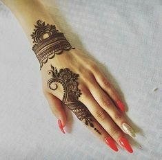 Mehndi design makes hand beautiful and fabulous. Here, you will see awesome and Simple Mehndi Designs For Hands. Henna Hand Designs, Eid Mehndi Designs, Mehndi Designs Finger, Mehndi Designs For Beginners, Mehndi Designs For Girls, Modern Mehndi Designs, Mehndi Design Pictures, Wedding Mehndi Designs, Mehndi Designs For Fingers