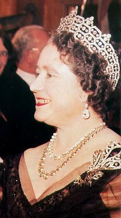 Royal Jewels of the World Message Board: Another appearance of the Greville diamond bow brooch