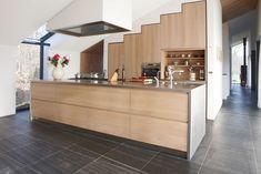 Een moderne keuken die functionaliteit combineert met een strak ontwerp. Houtwerk Hattem combineert de duurzaamheid van ons product met een moderne look.