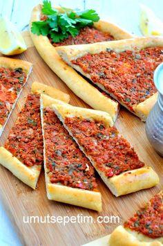 Ev Usulü Kıymalı Pide Tarifi Pastry Recipes, Meat Recipes, Vegetarian Recipes, Cooking Recipes, Turkish Recipes, Ethnic Recipes, Saveur, Finger Foods, Brunch