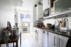 En Suède, les murs ne sont pas toujours blancs - PLANETE DECO a homes world Kitchen Cabinets, Home Decor, White Walls, Home, Decoration Home, Room Decor, Kitchen Base Cabinets, Dressers, Kitchen Cupboards